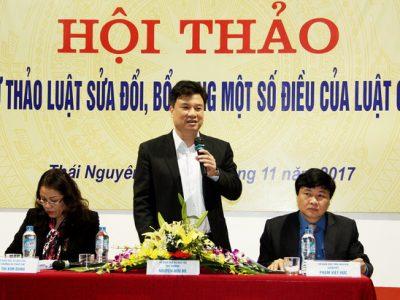 Thứ trưởng Bộ GD&ĐT Nguyễn Hữu Độ chủ trì hội thảo.
