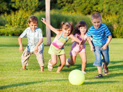 Để thời gian cho trẻ được vui chơi.